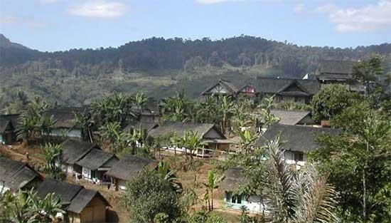 Mengunjungi dan Menelusuri Keluhungan Kampung Adat Kasepuhan Ciptagelar