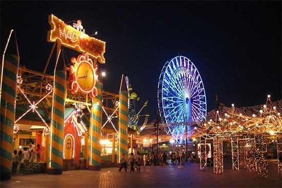 Mengunjungi Wahana Seru dan Mengasyikan di Suroboyo Carnival Night