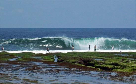 Mengunjungi Pantai Sayang Heluang, Pantai Memukau di Garut Selatan